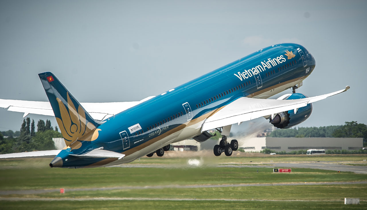 book flight tickets with Vietnam Airlines